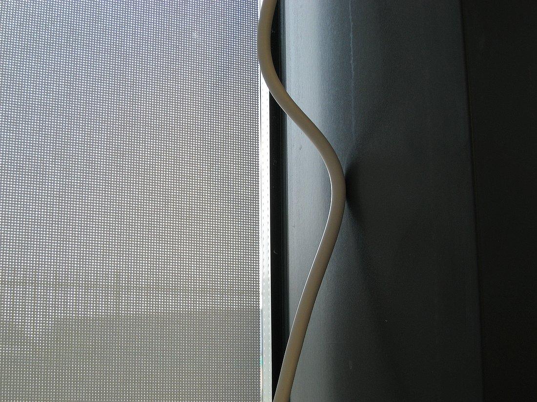 חוט, חלון - צילום בסדרת גבולות | סמדר ברנע | מק''ט IX20-1506-17-3309